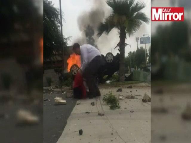 Người lạ dũng cảm lao vào xe bốc cháy cứu sống tài xế