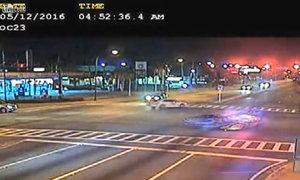 Vượt đèn đỏ ở 150 km/h, xe cảnh sát nát tươm