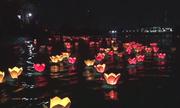 Hàng nghìn người Sài Gòn thả hoa đăng trong ngày Phật Đản