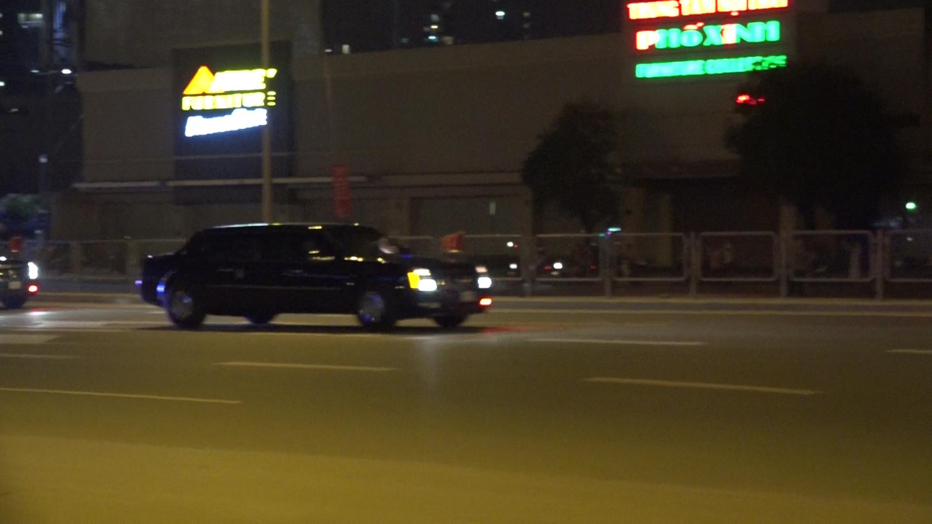 Đoàn xe chở Tổng thống Mỹ trên đường phố Hà Nội