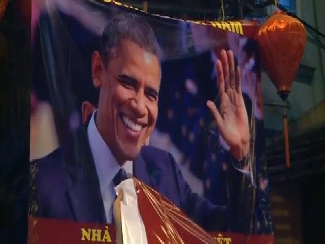 Hình ảnh người dân Việt Nam đón Tổng thống Obama dưới ống kinh Reuters
