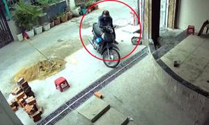 Trộm bẻ khóa xe máy trong 2 giây