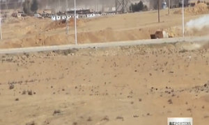 Khoảnh khắc xe bom tự sát của IS trúng tên lửa