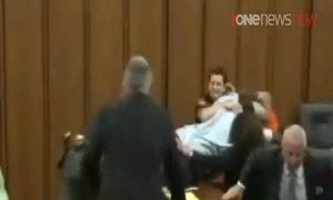 Ông bố Mỹ lao vào tấn công kẻ sát hại con gái vì quá căm phẫn