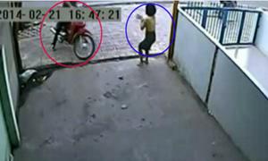 Những người bất lực đuổi theo trộm bẻ khoá xe máy
