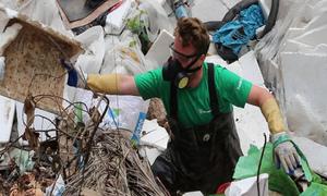 Ông Tây dọn rác ở Hà Nội: 'Sau một đêm rác lại đầy'