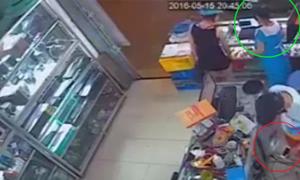 Bà bầu bị cặp trai gái vào tiệm dàn cảnh trộm iPhone
