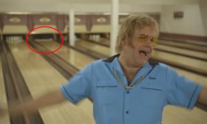 Người đàn ông bực mình vì ném bowling ngã hết các Ky