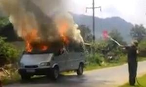 Ôtô 7 chỗ cháy như ngọn đuốc ở Tuyên Quang