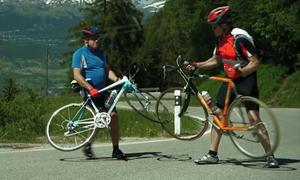 Tai nạn hy hữu trong một cuộc đua xe đạp