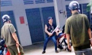 Thanh niên ngáo đá cầm mã tấu hăm dọa cảnh sát
