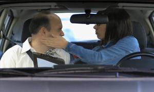 Người đẹp tát tai thầy dạy lái xe vì bài kiểm tra bổ sung