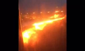 Máy bay chở hơn 240 người bốc cháy khi hạ cánh