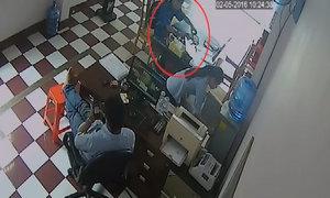 Cô gái bị mất iPhone khi đi rót nước mời tên trộm