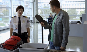 Hành khách đứng hình vì hành lý thất lạc ở sân bay