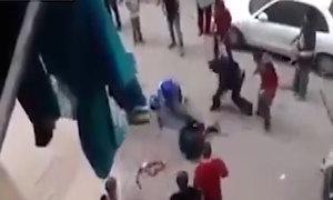 Dân Ai Cập đuổi đánh kẻ định cắt cổ vợ