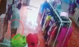 Người đàn ông to béo trộm điện thoại ở shop thời trang nữ