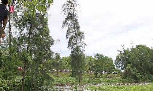 Video hiện trường nữ giám thị bị sát hại trên taxi, vứt xác xuống sông