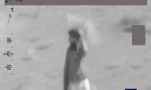 Phiến quân IS che bụi cỏ lên đầu để ngụy trang