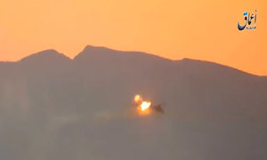 IS tung video bắn hạ trực thăng Syria chở hai phi công Nga