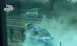 BMW i3 của cảnh sát cháy trên phố