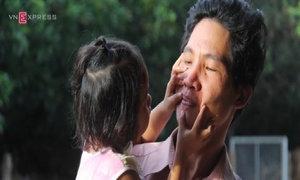 Người cha bị trao nhầm bé gái: 'Xót con quá mà không đón về được'