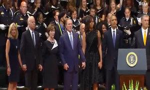 Cựu tổng thống George Bush nhún nhảy tại lễ tưởng niệm cảnh sát Dallas