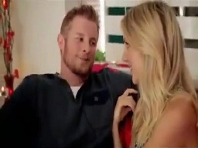 Chàng trai hoang mang khi thấy bạn gái định ăn hoa hồng