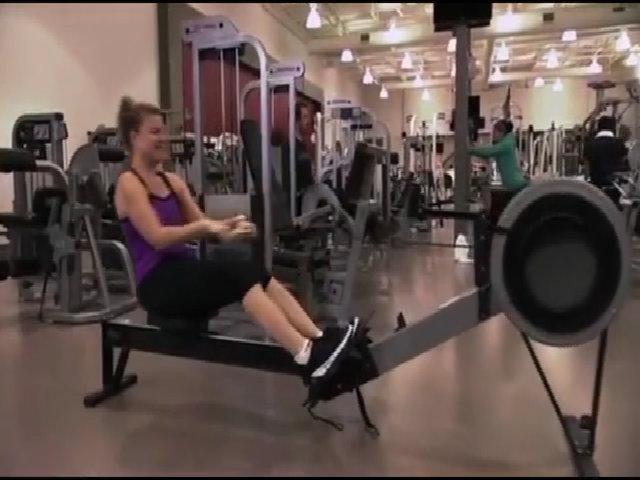 Khi phụ nữ áp dụng cách tập thể dục vào trong việc thay quần áo