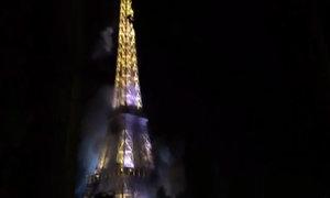 Khói đen bao phủ tháp Eiffel, Paris e ngại khủng bố
