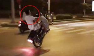 4 quái xế bốc đầu, đánh võng náo loạn phố Hà Nội
