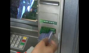 Tội phạm đánh cắp dữ liệu của người rút tiền ATM như thế nào