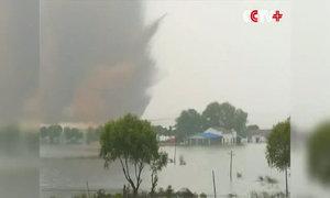 Trung Quốc dùng 27 tấn thuốc nổ thổi bay 3,7 km đê sông