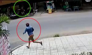 Trộm xe Exciter bị dân cầm gậy rượt chạy trối chết