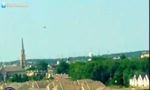 UFO lớn màu đen lơ lửng trên bầu trời New York