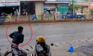 Trộm xe máy bất thành vì thử đèn xi-nhan