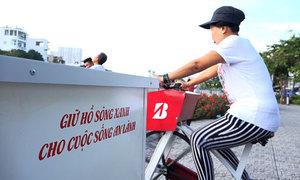 Người Sài Gòn đạp xe lọc nước kênh Nhiêu Lộc