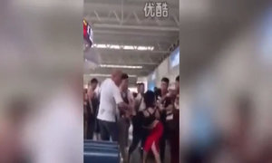 Vợ bắt quả tang chồng và bồ đi du lịch tại sân bay