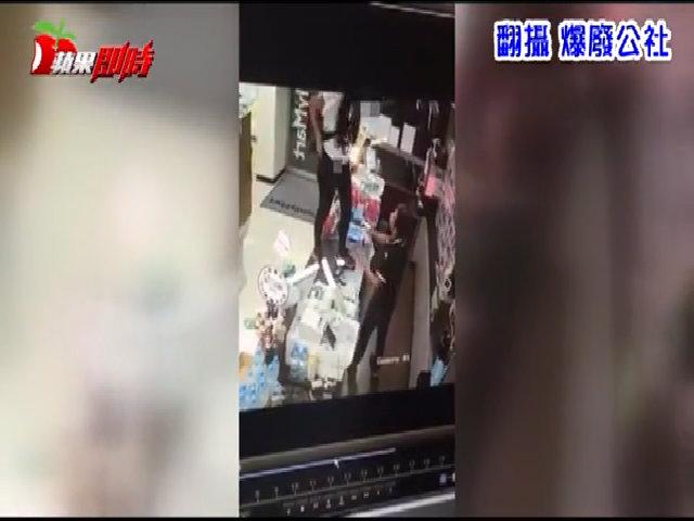 Bị từ chối cho dùng toilet, cô gái Đài Loan trèo lên quầy tính tiền đi tiểu