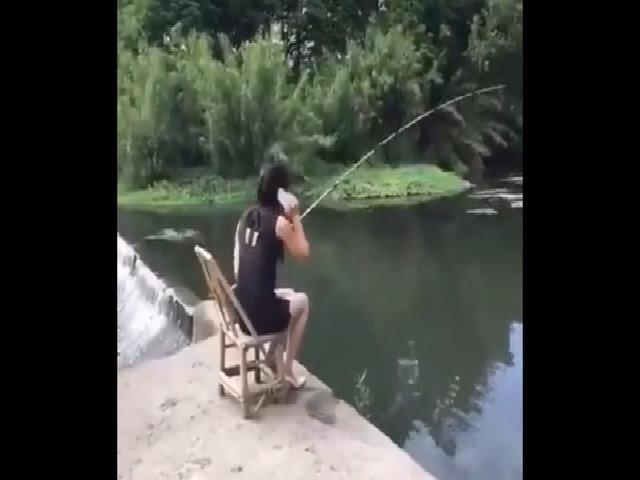 Người đẹp tức giận vì quá xui khi đi câu cá