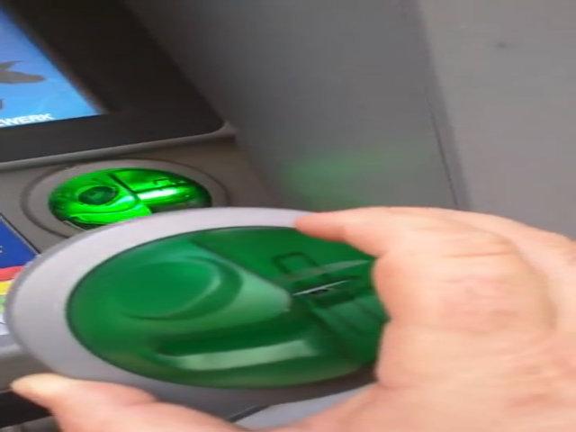 Tiền trong thẻ ngân hàng có thể bị đánh cắp thế nào
