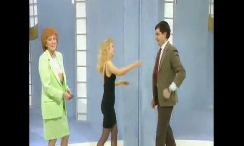 Mr. Bean phũ phàng từ chối cái ôm từ người đẹp