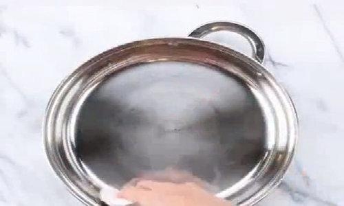 Làm sạch xoong chảo cháy vô cùng đơn giản