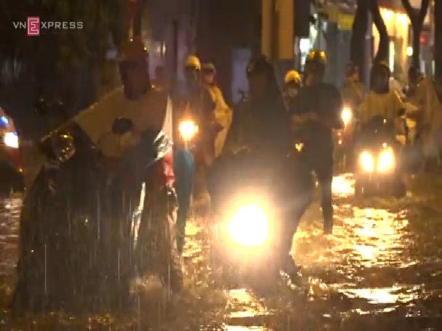 Ngập nặng tại trung tâm Sài Gòn
