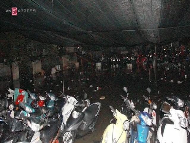 Hơn 1.000 xe máy chìm nghỉm trong bãi giữ xe
