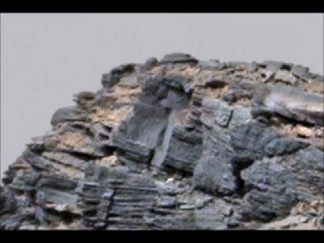 Vật thể giống đĩa bay trên đỉnh núi sao Hỏa
