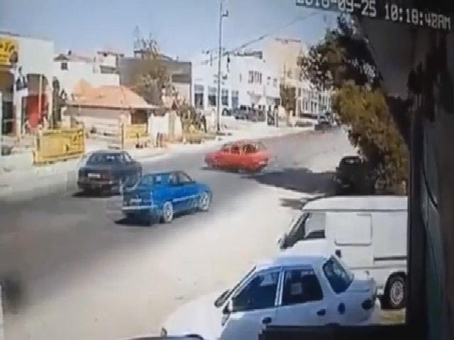 Bốn ôtô suýt đâm nhau như cảnh trong phim