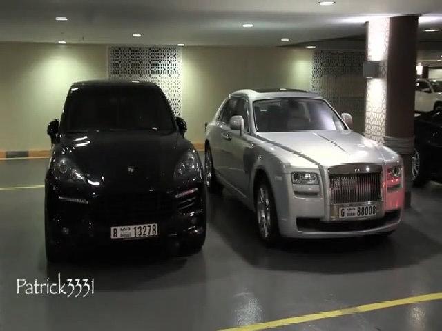 Bãi đỗ toàn xe sang ở trung tâm mua sắm Dubai