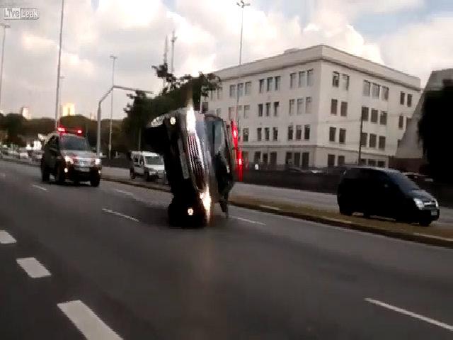 Vì sao xe SUV hay bị lật?