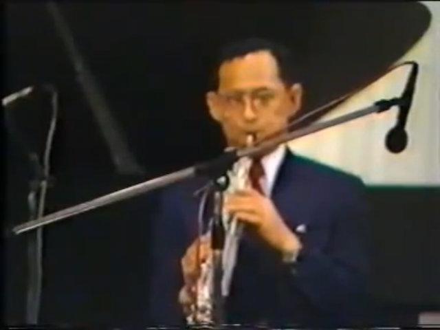 Quốc vương Thái Lan biểu diễn thổi kèn saxophone